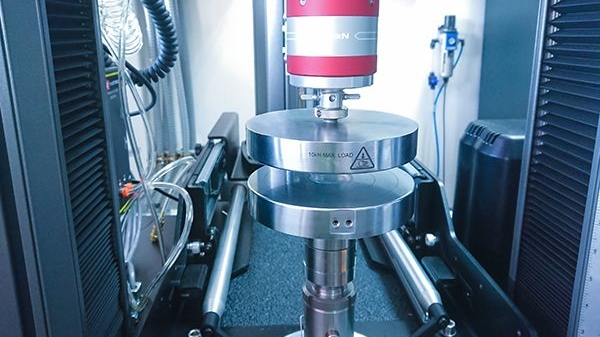 Machine for packaging testing